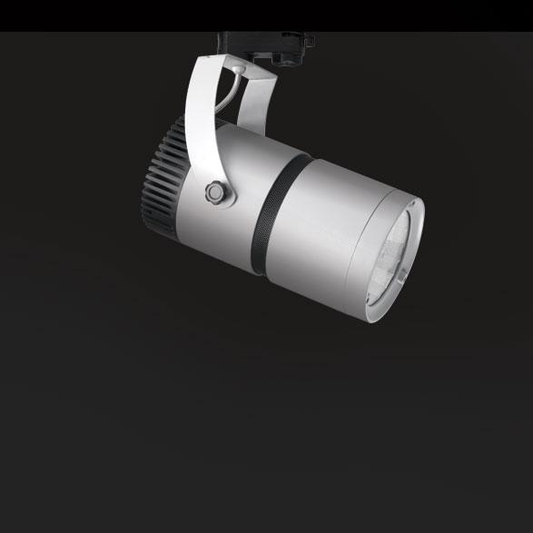 İster genel aydınlatma, isterseniz belli açılarda odaklı aydınlatma için kullanabileceğiniz ray spot serimiz 360 derece hareket edebilme kabiliyeti ile ışığa hükmetmenizi sağlar. Ev, ofis ve otel sergi salonlarında minimalist ve zarif bir görüntü için vazgeçilmez ürünlerdir. Arka kapağın içerisindeki özel soğutucu, özel dizayn balasttan gelen ısının dışarı çıkmasını sağladığı için uzun saatler yüksek performansta çalışır. Tüm aydınlatma ihtiyaçlarınızı karşılayacak optik seçenekleri ile de geniş çözüm yelpazesine sahiptir.